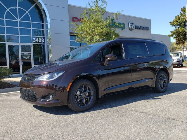 New 2019 Chrysler Pacifica Touring L w/ S Appearance Group