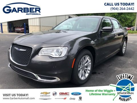 NEW 2019 CHRYSLER 300 TOURING LEATHER SEATS, APPLE CAR PLAY RWD SEDAN